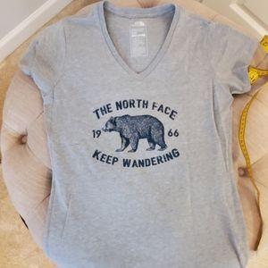 Size M North Face v-neck tshirt